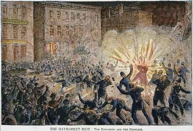 130 лет назад в Чикаго произошла бойня на Хеймаркет-сквер - в память об этих событиях и была установлена традиция отмечать Первомай - день международной солидарности трудящихся.