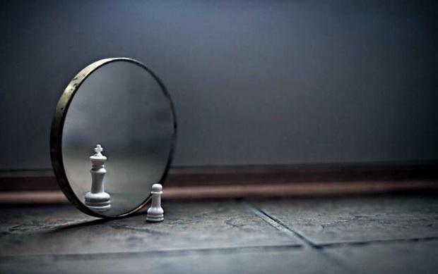 Гордость часто советуют держать в весьма замкнутых, далеких от чужого взора, пространствах.