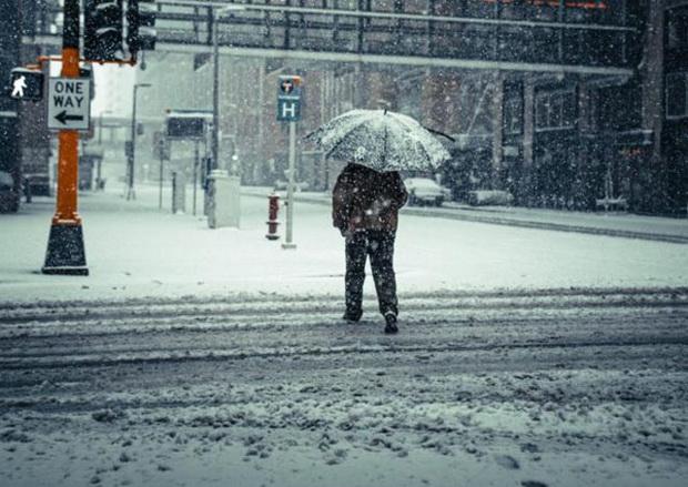 В результате сильных снегопадов и холодов сотни тысяч жителей Техаса остались без электроэнергии и воды.