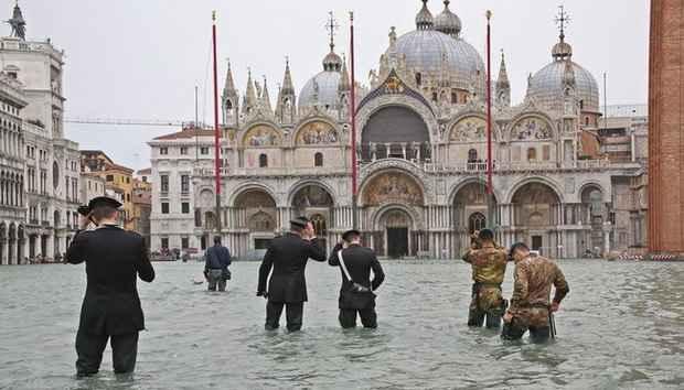Наводнение в Венеции привело к сильному затоплению собора Святого Марка
