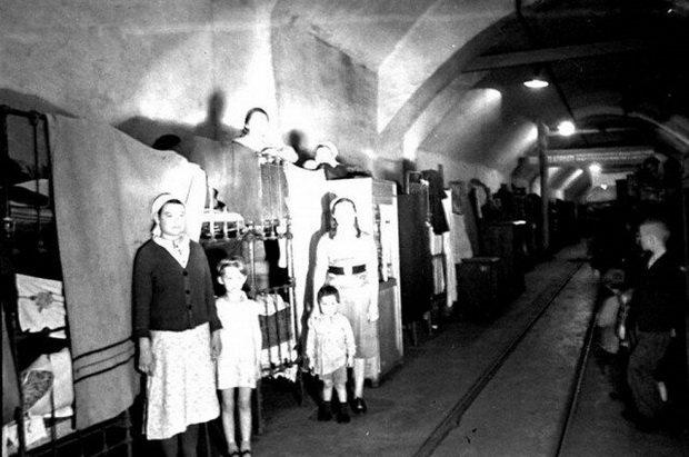 Вид общежития 2-го Спецкомбината, находящегося в туннеле. Май 1942 г. Севастополь