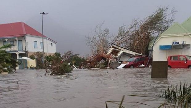 """Специалисты отмечают, что он сильнее урагана """"Харви"""", который в конце августа обрушился на побережье Техаса и привел к катастрофическому наводнению."""