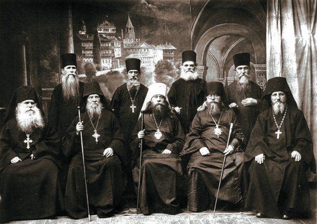 Человек, принимая монашеский постриг, полностью отказывается от суетного мира вещей, как бы умирает для него.