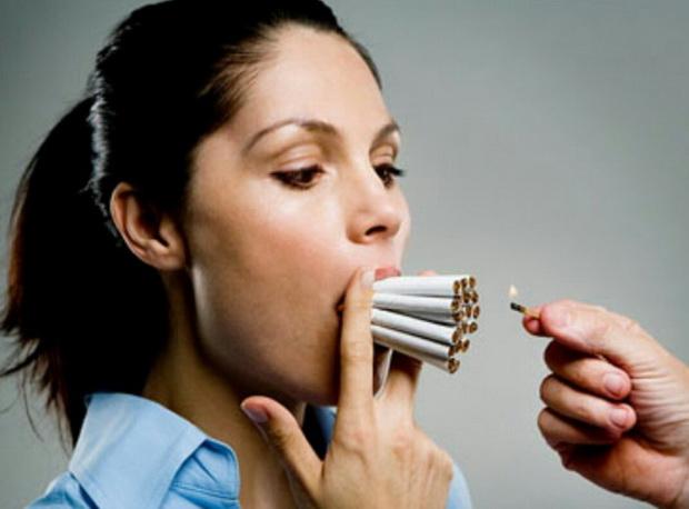 В наше время женщина с сигаретой никого не удивляет, но еще в начале ХХ века это было немыслимо. Например, в США курение считалось вульгарностью и недостойным поведением для порядочной дамы.