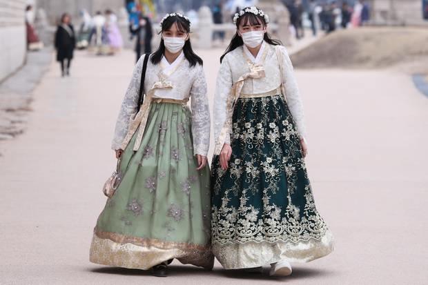 Религиозная секта «Синчхонджи», которая была основана в Южной Корее религиозным деятелем Ли Ман-хи в 1984 году, сегодня насчитывает более 230 тыс. приверженцев по всему миру.