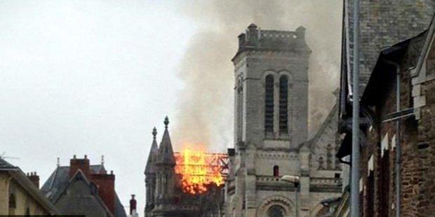 Во Франции было зарегистрировано не менее 10 случаев вандализма и осквернения католических церквей
