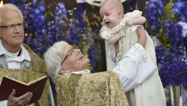В Швеции впервые стало больше женщин-священников, чем мужчин