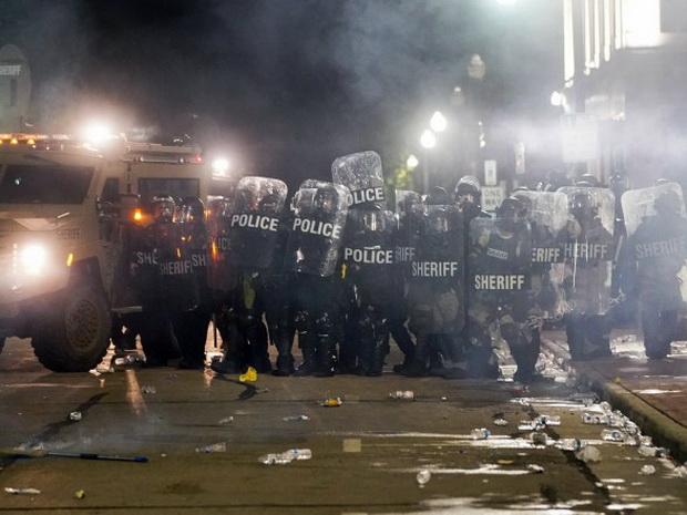 Протесты в штате Висконсин после стрельбы полицейского по афроамериканцу