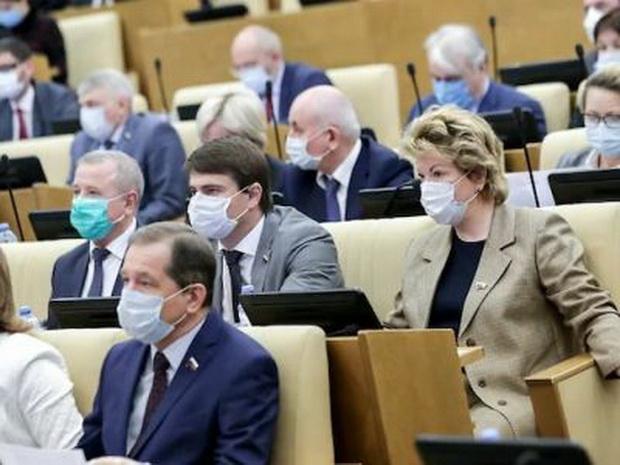 """Данные поправки были внесены ко второму чтению законопроекта группой депутатов от партии """"Единая Россия""""."""