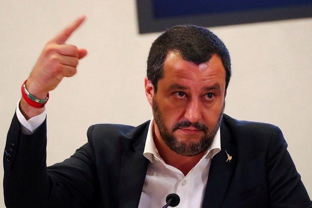 Глава МВД Италии отменил в официальных анкетах определения ~родитель 1~ и ~родитель 2~