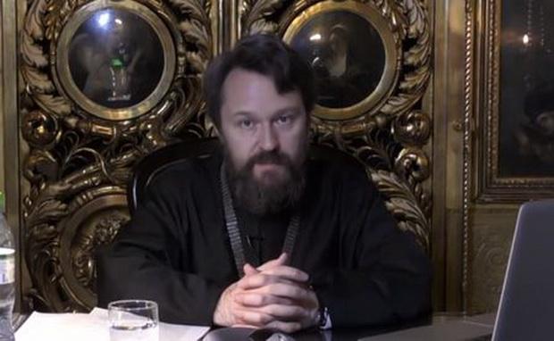 По словам представителя Церкви, вопрос о том, как именно в этом году пройдет празднование Пасхи, обсудит Священный Синод.