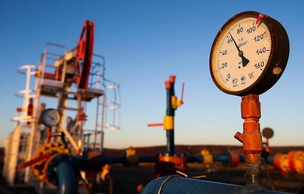 Нефть падает на фоне новостей о том, что страны ОПЕК+ по итогам переговоров в Вене не смогли договориться о дополнительном сокращении добычи нефти в условиях падения спроса из-за коронавируса.