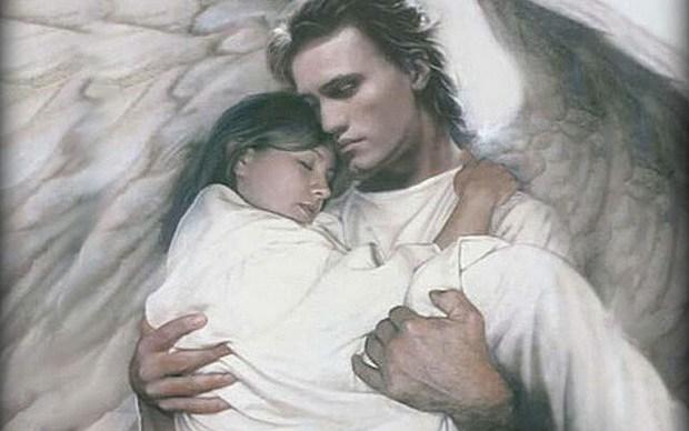 Ангел сидел, свесив ноги, на крыше двенадцатиэтажки.