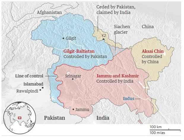 Силы безопасности Пакистана сбили два индийских военных самолета.