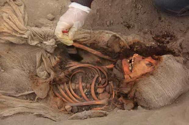 Археологи нашли следы массовых детских жертвоприношений в Перу
