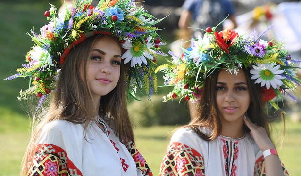 Девушки во время праздника