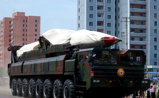 """Отмечается, что все используемые в этих целях гражданские объекты расположены вблизи железнодорожных и транспортных маршрутов, по которым раньше осуществлялось перемещение составных частей северокорейских ракет, включая межконтинентальные баллистические """"Хвасон-15""""."""