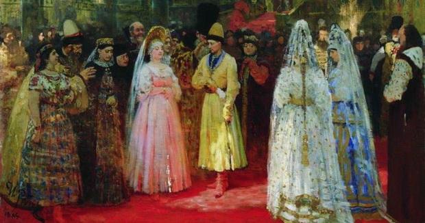Обычай царских смотрин пришел к нам из Византии — так в могущественной некогда империи выбирали будущих жен для императоров.