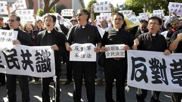 Тайвань против однополых браков