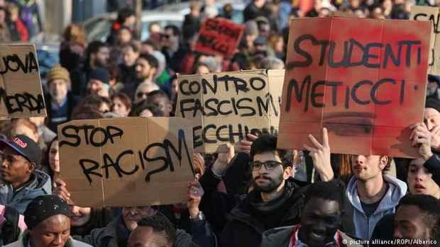 В Италии прошли многотысячные демонстрации против расизма после атаки на африканцев