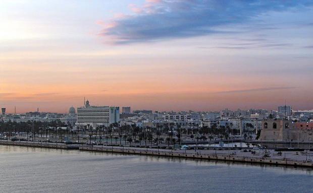 Закат над Триполи (Ливия) — вид с моря