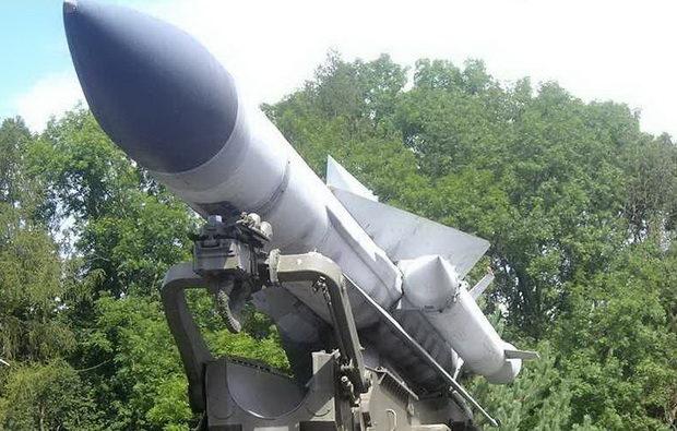 Кроме того, сирийская зенитная ракета сбила турецкий беспилотник в районе города Саракиб, за который в последние недели ведутся ожесточенные бои. Это уже седьмой дрон, сбитый за последние два дня.
