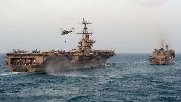 Иранские корабли провели демонстративные пуски ракет вблизи авианосной ударной группы ВМС США