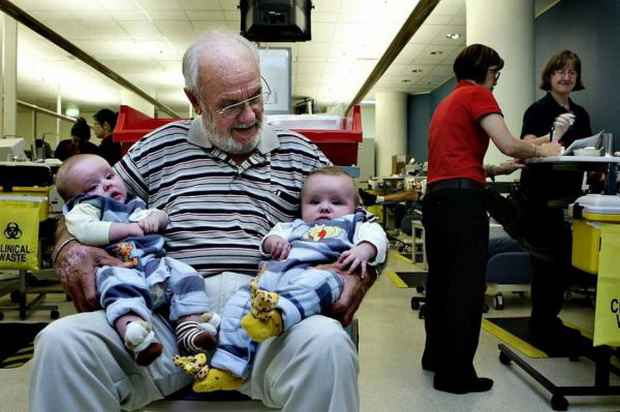Самый активный донор в мире 81-летний австралиец Джеймс Харрисон в последний раз сдал кровь.