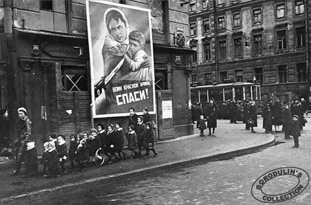 В блокадном Ленинграде. 1942