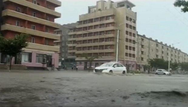 В Северной Корее ливни смыли дома и разрушили дороги