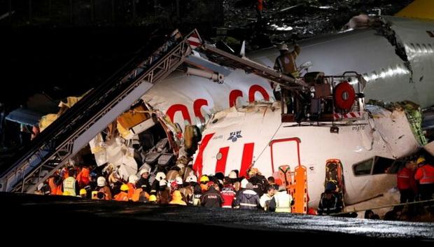Пассажирский самолет авиакомпании Pegasus Airlines разбился в среду вечером, 5 февраля, во время посадки в стамбульском аэропорту Сабиха Гекчен. На борту самолета находились 177 человек — 171 пассажир и шесть членов экипажа.