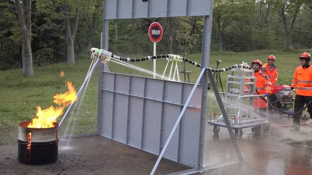 Японские разработчики создали пожарных роботов