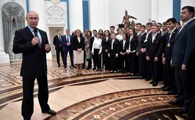 Президент РФ Владимир Путин заявил о том, что Россия постепенно уходит от системы обязательного призыва на воинскую службу.