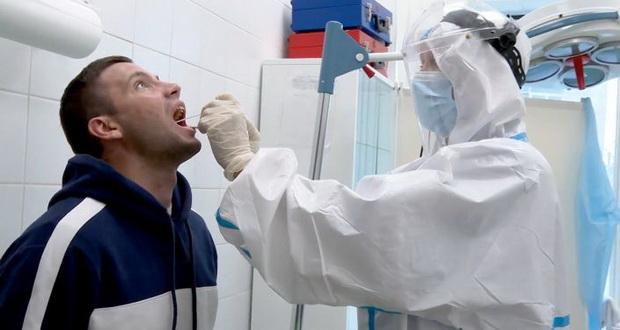 Суть претензий заключается в том, что из-за больших очередей в государственных клиниках, им приходится обращаться в частные медицинские учреждения, чтобы пройти ПЦР тесты.