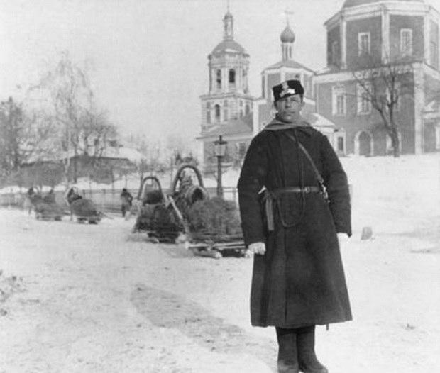 Полицейский на Божедомке, начало ХХ в. Источник: pastvu.com