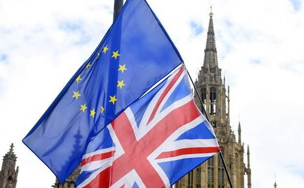Парламент Британии запросил у Facebook информацию о возможном вмешательстве РФ в Brexit и выборы