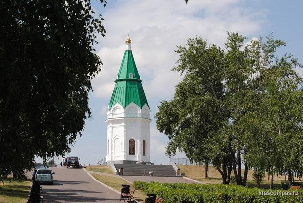 Часовня Параскевы Пятницы располагается на вершине Караульной горы и также изображена на 10-рублевой купюре.
